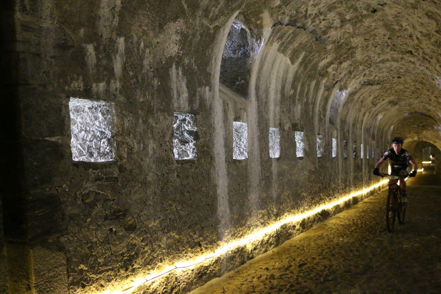Rincones únicos de la prueba, rodando por el interior de fortaleza