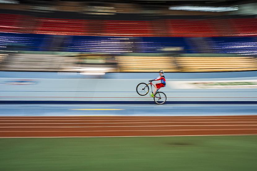Markel Uriarte probando el velodromo de Anoeta