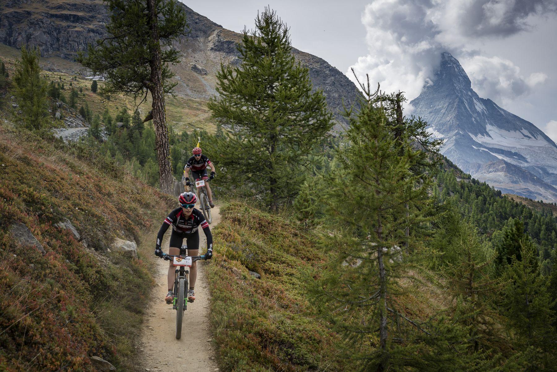 Y pocos recorridos más cargados de senderos como el de la Perskindol Swiss Epic