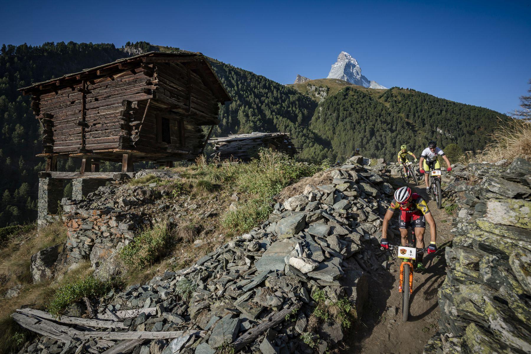 Otro día de senderos sin fin dejando atrás el Matterhorn