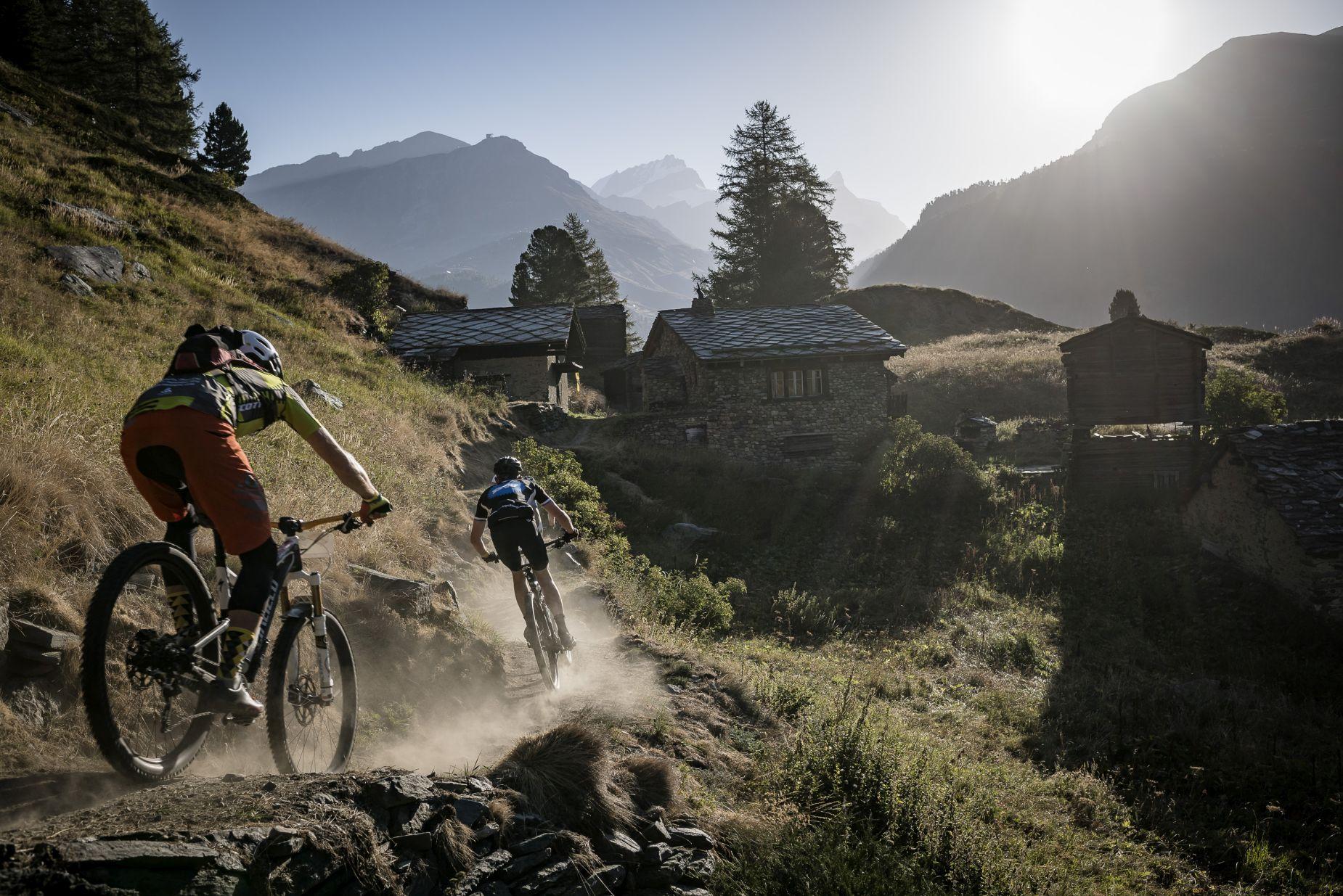 El tiempo está respetando la carrera por ahora. No obstante la región donde se disputa es la más seca de Suiza