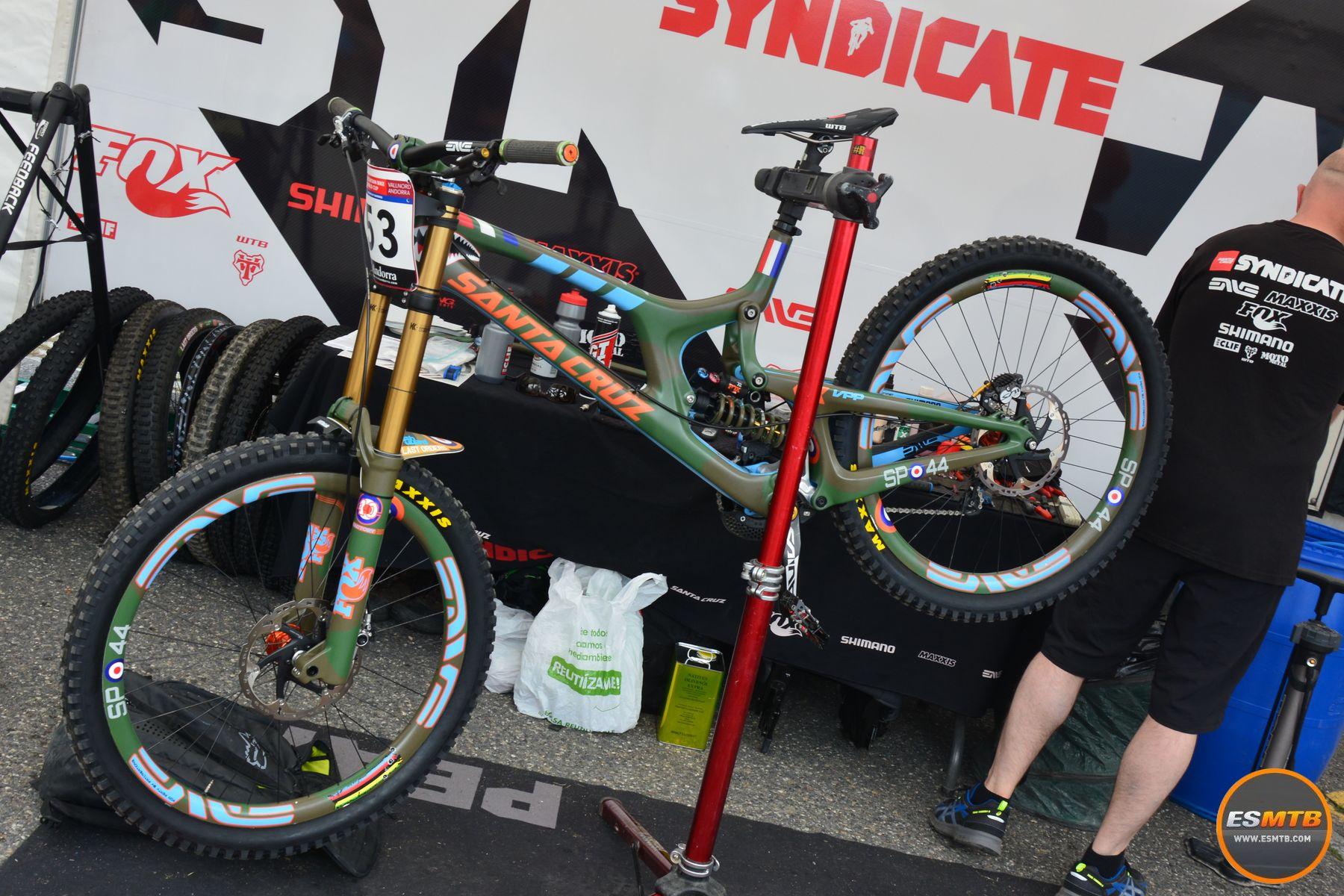 La última bicicleta de Steve Peat en la Copa del Mundo. Pintura personalizada para despedir a un biker único.
