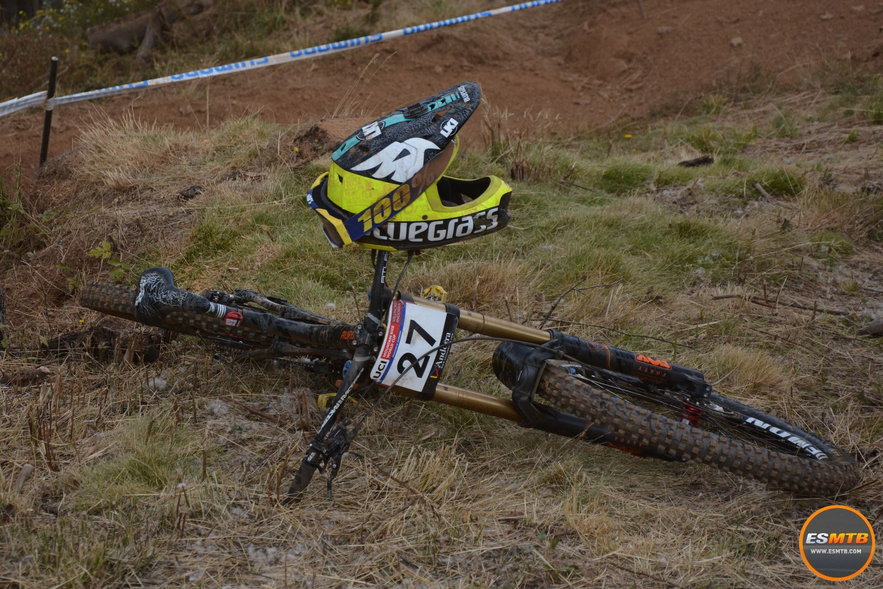 Así quedaba la bicicleta de Sam Blenkinsop tras su grave caída. El de Norco era evacuado en helicóptero.