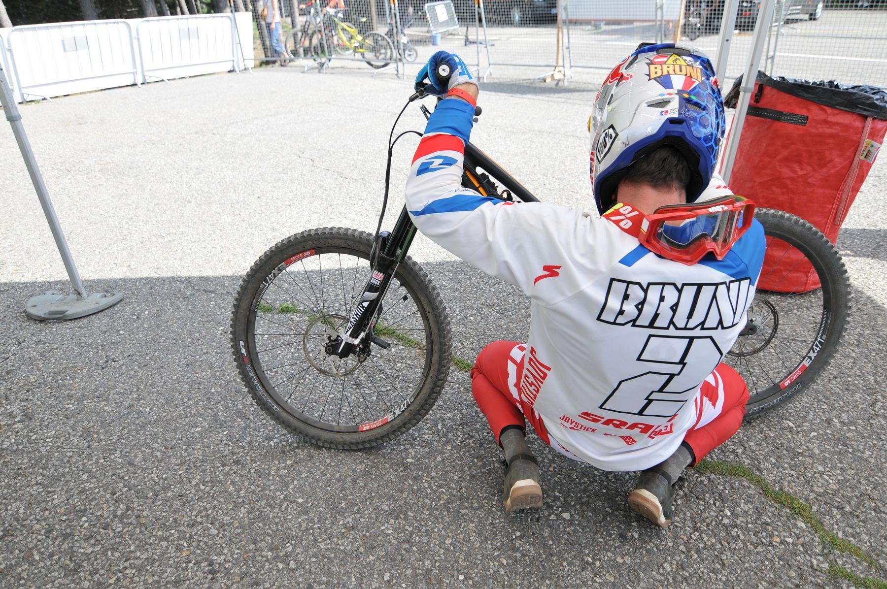 Loic Bruni en su última carrera antes de defender su título de Campeón del Mundo. En Vallnord lo logró y en Vallnord lo lucirá por última vez antes de Val di Sole. Bruni estuvo bajando con un sistema de telemetría en su bicicleta durante todos los entrenamientos.
