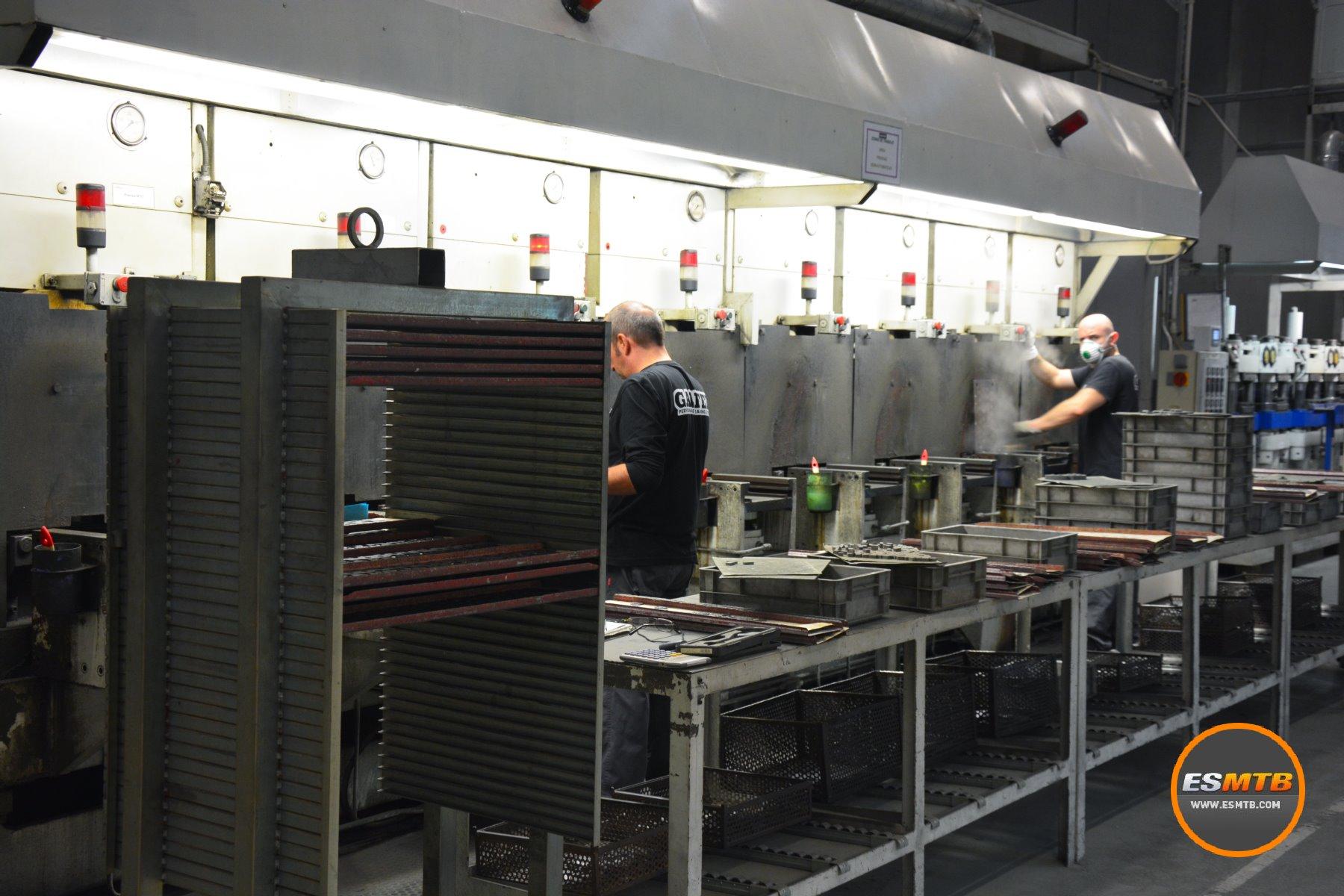 Cada producto es una combinación de procesos automáticos y manuales