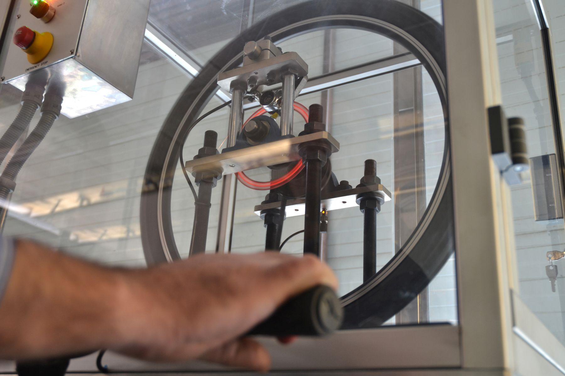 Test y más test. Galfer tiene la maquinaria para llevar a cabo cualquier control de calidad