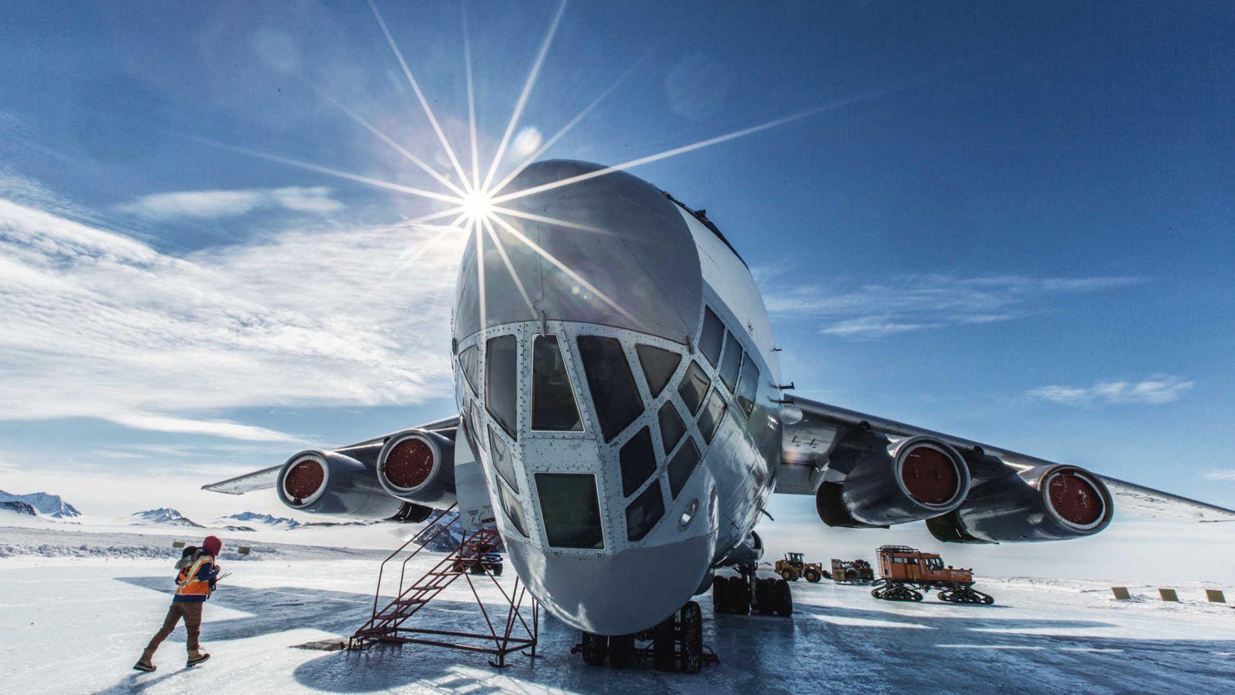 El avión de transporte