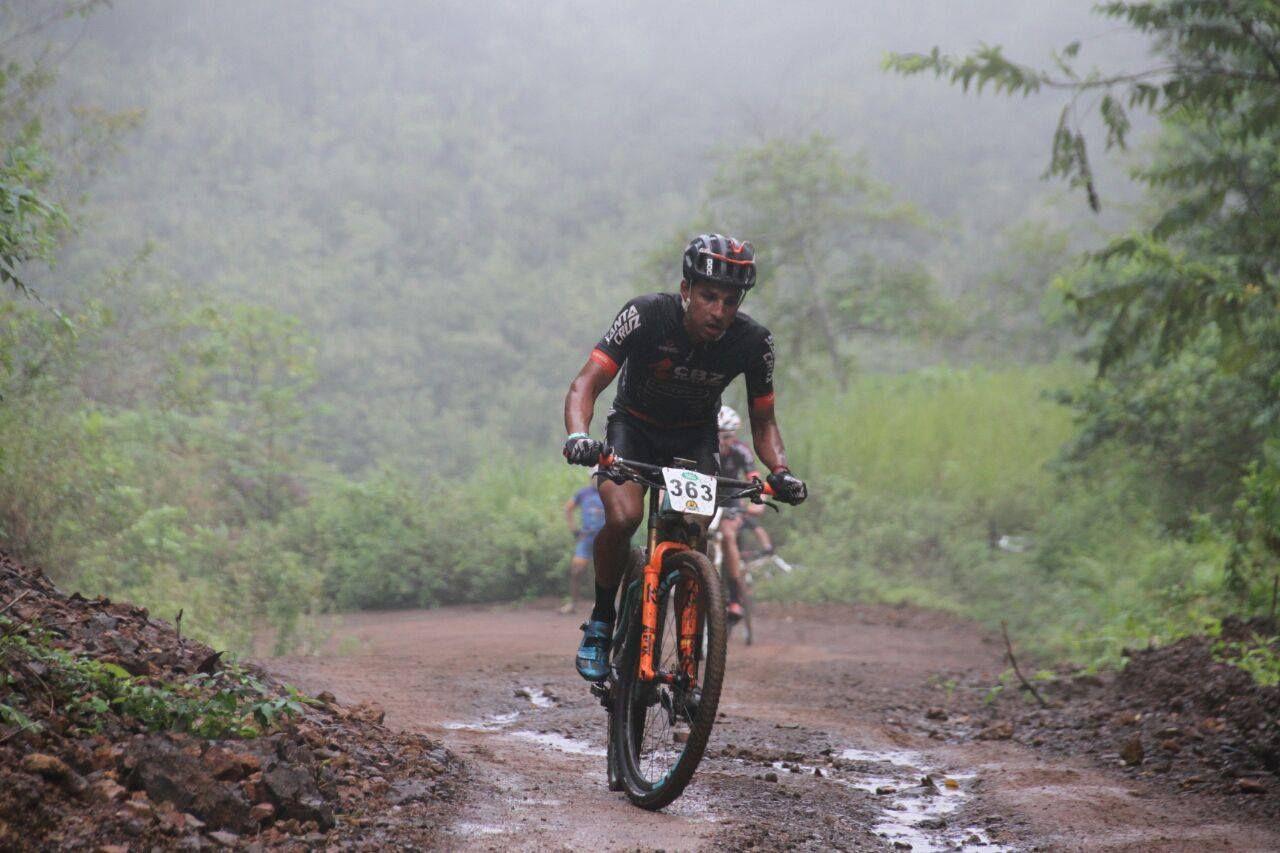 Luis Mejía camino del liderato