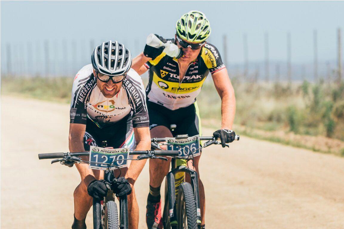 Sauser en los km finales con Hynek a rueda