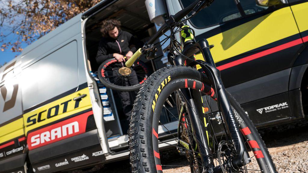 Maxxis y DT-Swiss en las ruedas