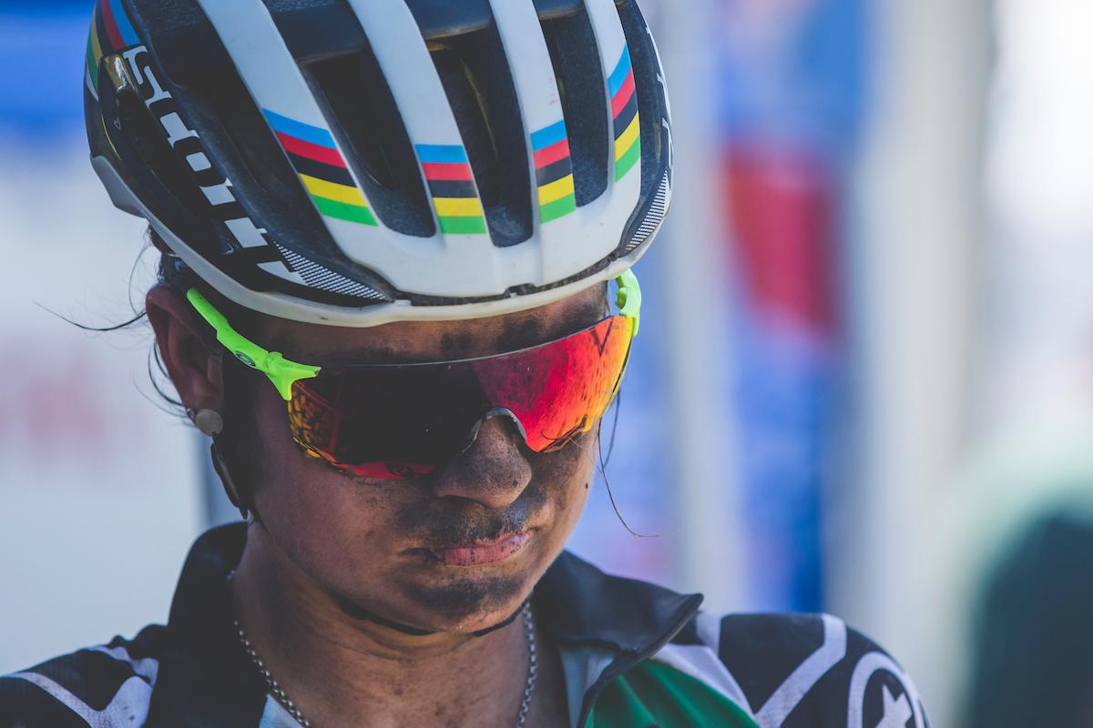 Jenny Rissveds en meta. Un día duro. Foto Ewald Sadie/Cape Epic/SPORTZPICS