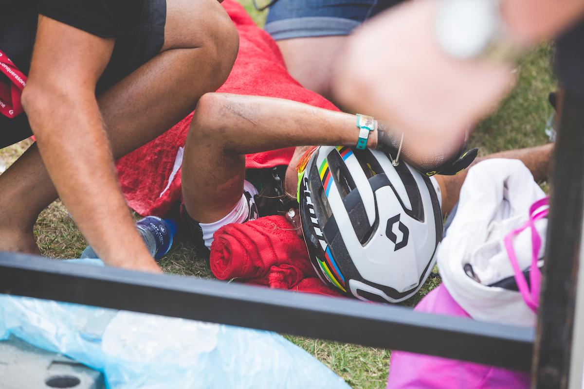 Así se ha quedado Rissveds tras cruzar la línea de meta. Foto Ewald Sadie/Cape Epic/SPORTZPICS