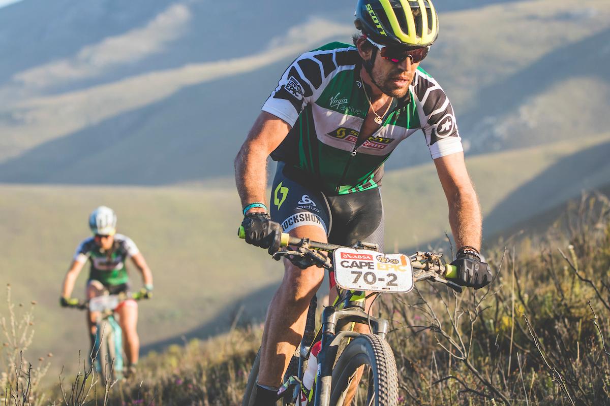 Thomas Frischknecht y Jenny Rissveds siguen dominando la categoría mixta. Foto Ewald Sadie/Cape Epic/SPORTZPICS