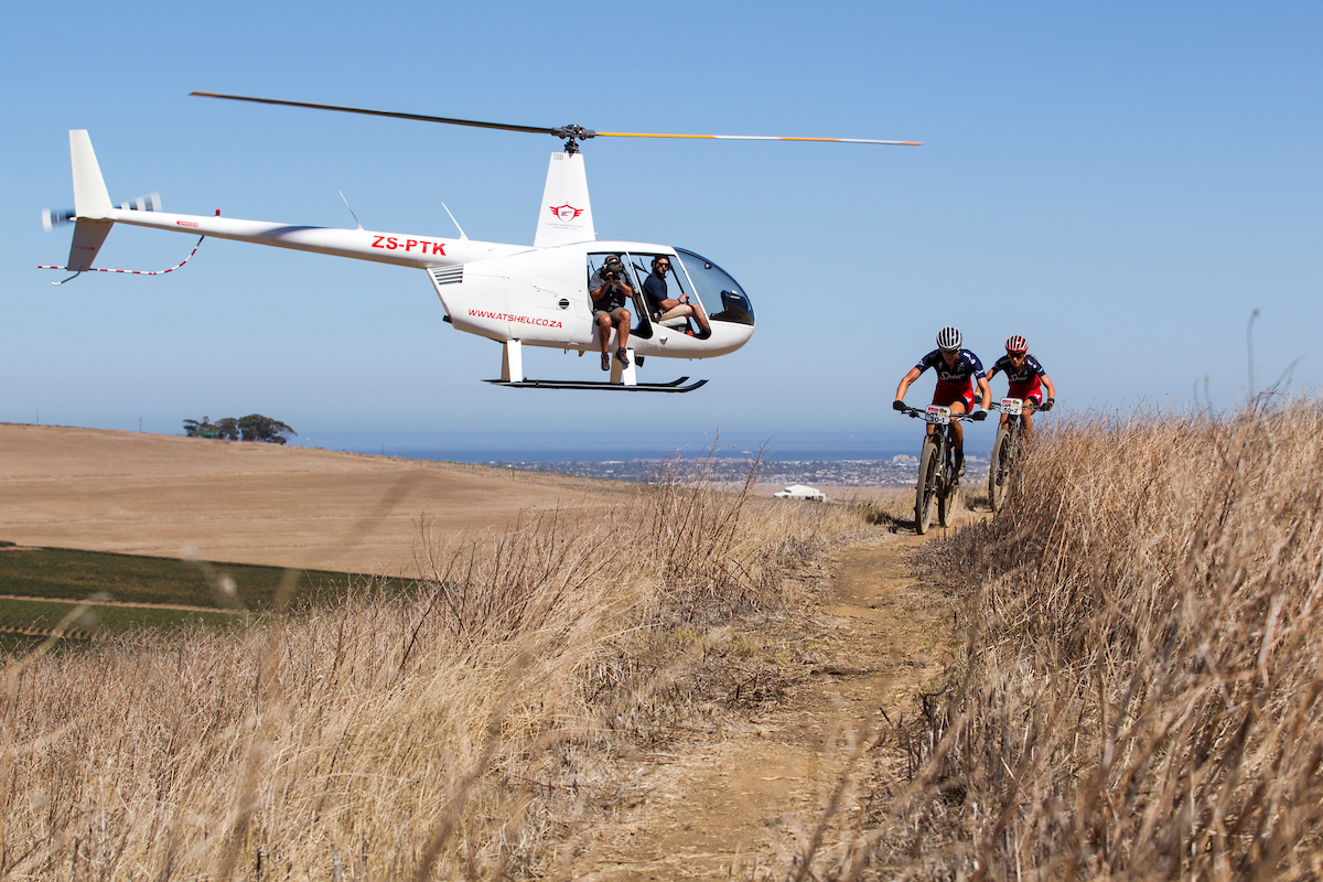 Helicóptero, sinónimo de Absa Cape Epic. Foto Nick Muzik/Cape Epic/SPORTZPICS