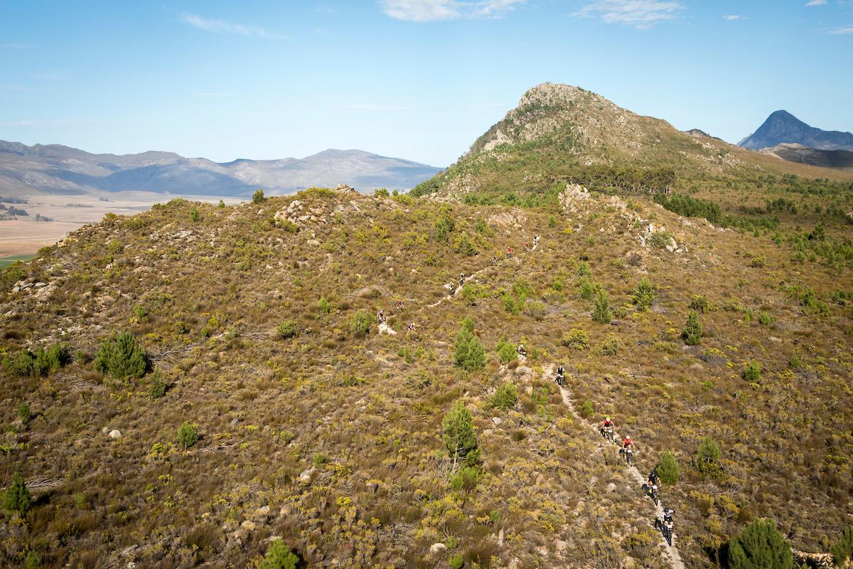 Senderos de piedra a tutiplen. Foto Nick Muzik/Cape Epic/SPORTZPICS