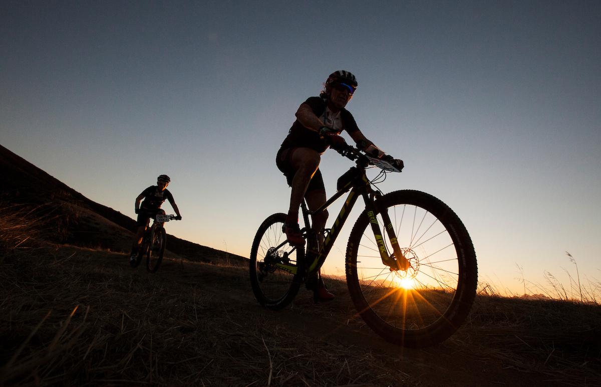 Los bikers han empezado a rodar antes de las 8 de la mañana. Más de 1.200 participantes. Foto Sam Clark/Cape Epic/SPORTZPICS