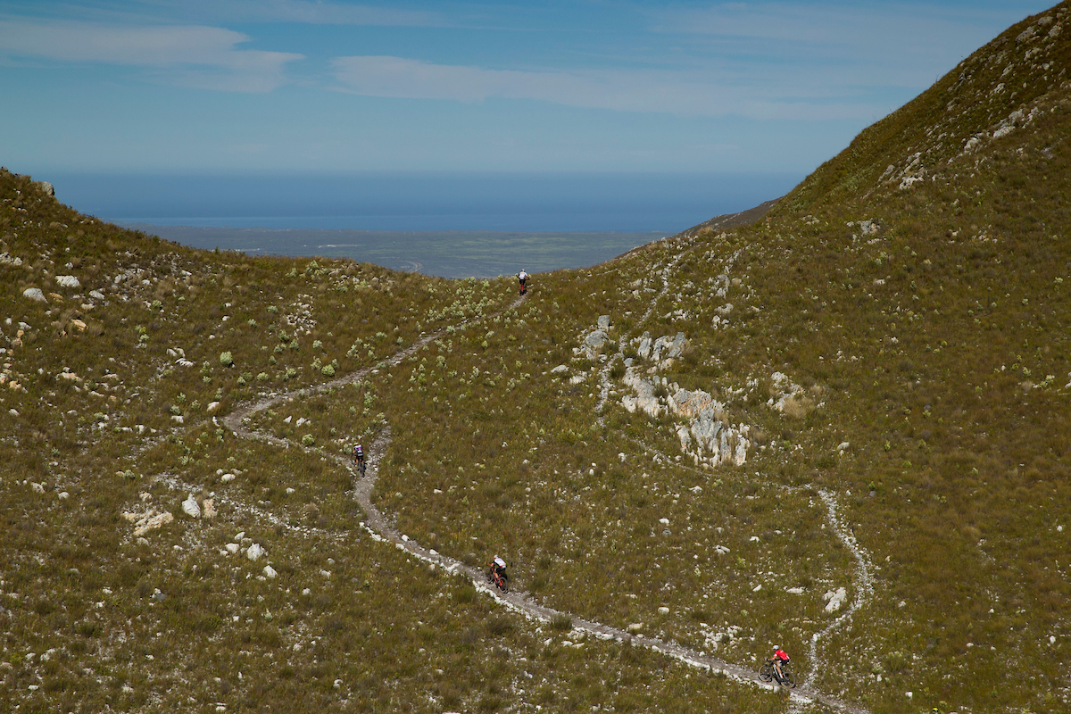 Las vistas de la ascensión más dura del día. Foto Greg Beadle/Cape Epic/SPORTZPICS