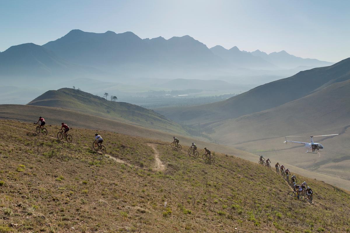 Una muestra de los paisajes de la carrera. El calor ha vuelto a hacer estragos. Foto Greg Beadle/Cape Epic/SPORTZPICS