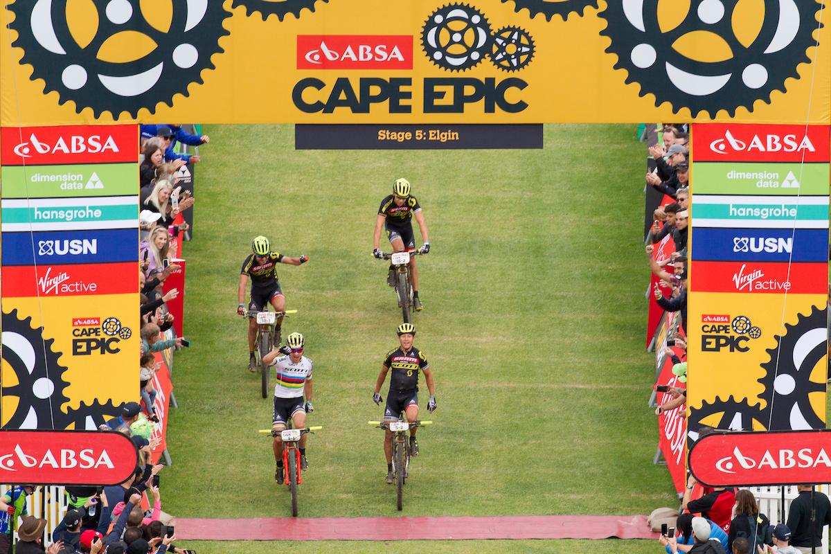 Otro doblete. Esta vez con etapa para Schurter y Stirnemann acompañados de Van der Heijden y Frischknecht. Foto Greg Beadle/Cape Epic/SPORTZPICS