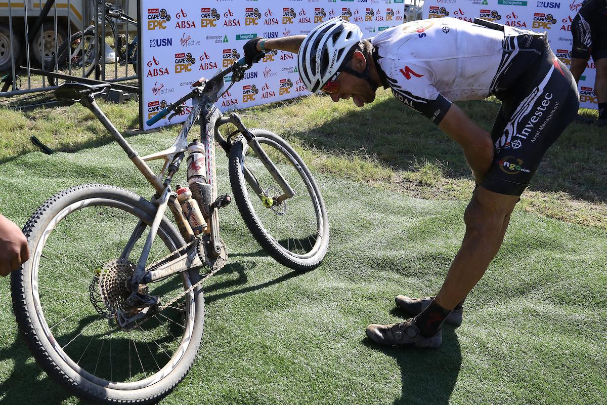 Segunda victoria de etapa para el Investec-Songo-Specialized. Foto Shaun Roy/Cape Epic/SPORTZPICS