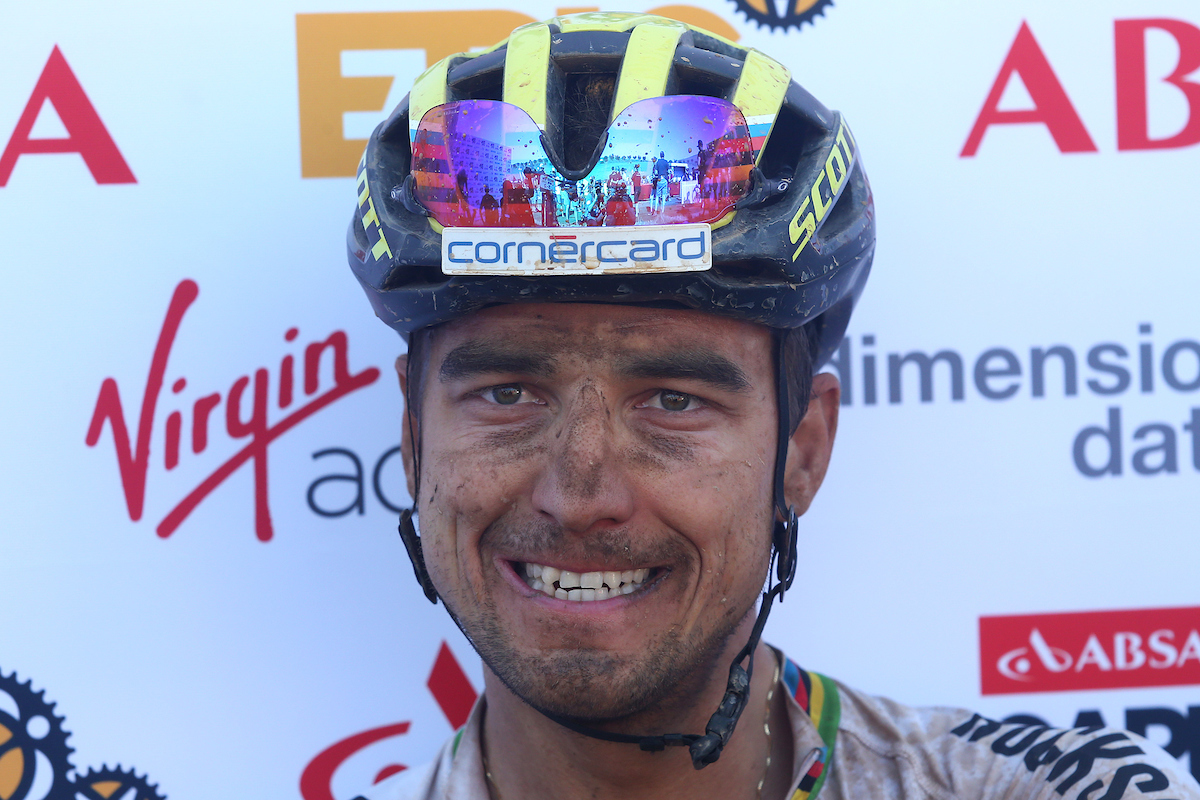La cara de Nino tras perder la etapa. Foto Shaun Roy/Cape Epic/SPORTZPICS