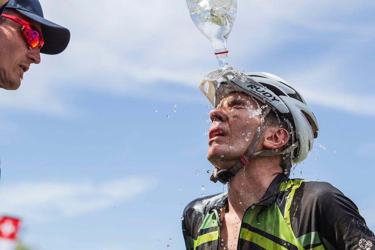Un día de calor, uno de los factores más determinantes y habituales de la Absa Cape Epic. Foto Dominic Barnardt/Cape Epic/SPORTZPICS