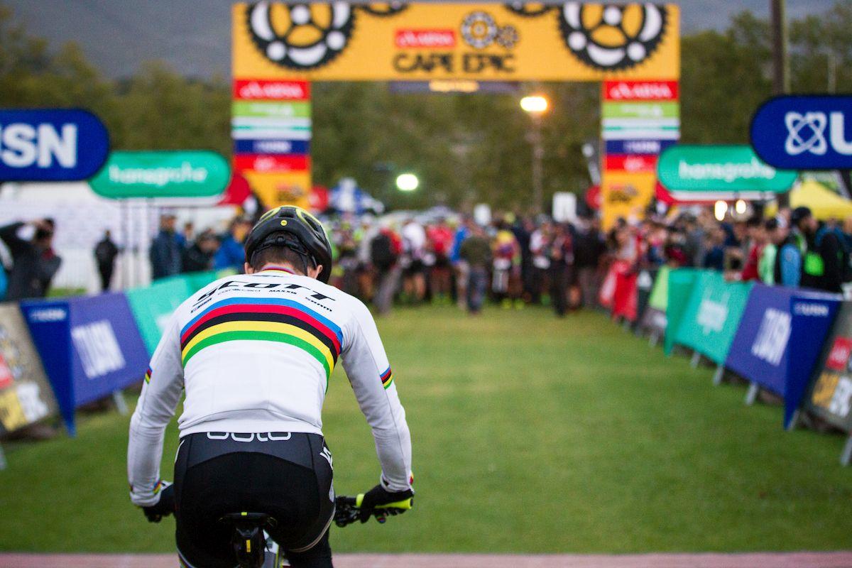 Nino Schurter y los bikers del XCO han revolucionado la Cape Epic. Foto Nick Muzik/Cape Epic/SPORTZPICS