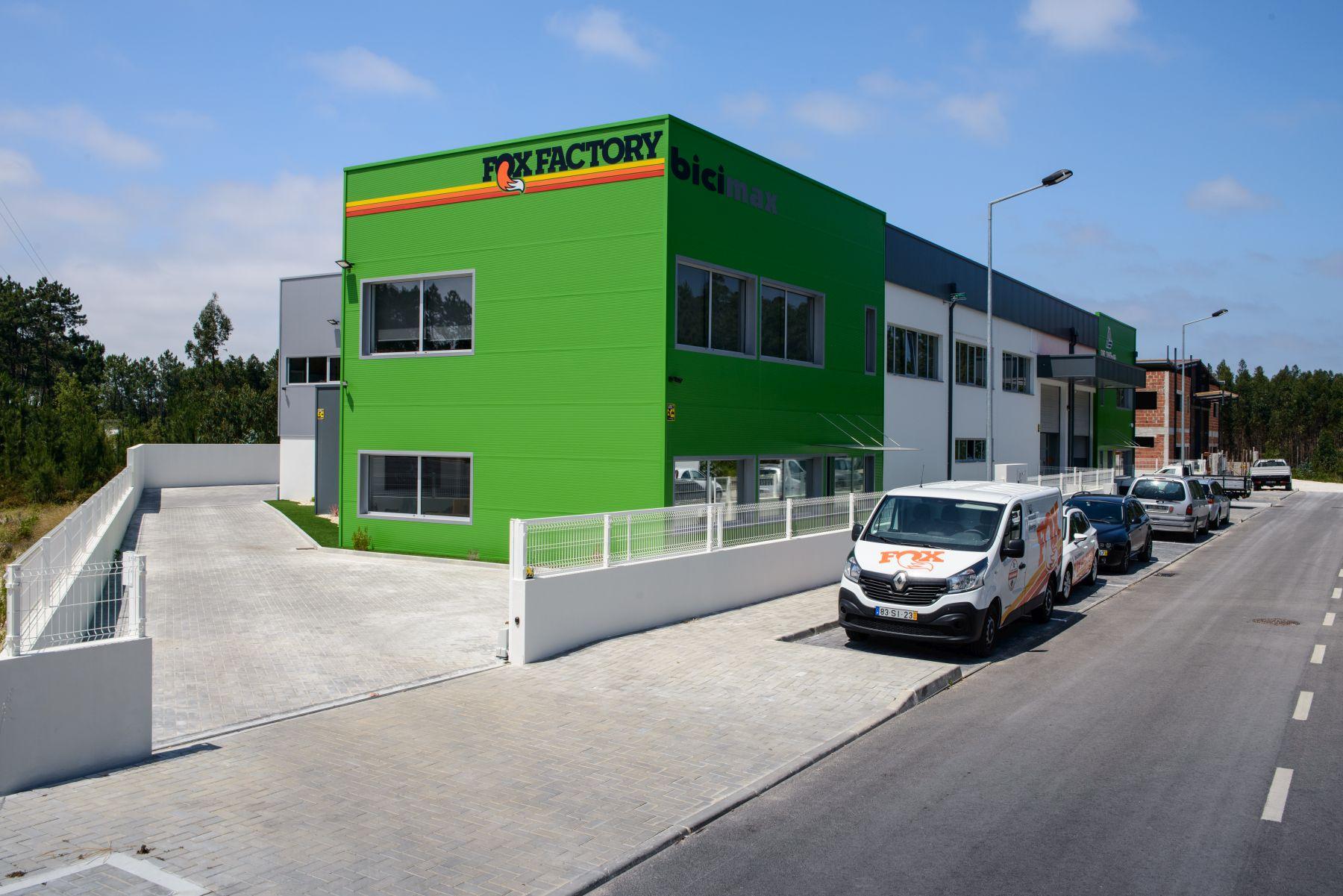 Bienvenidos a la nueva sede de Bicimax en Marinha Grande, a un paso del paraíso de las olas gigantes y el surf en Nazaré