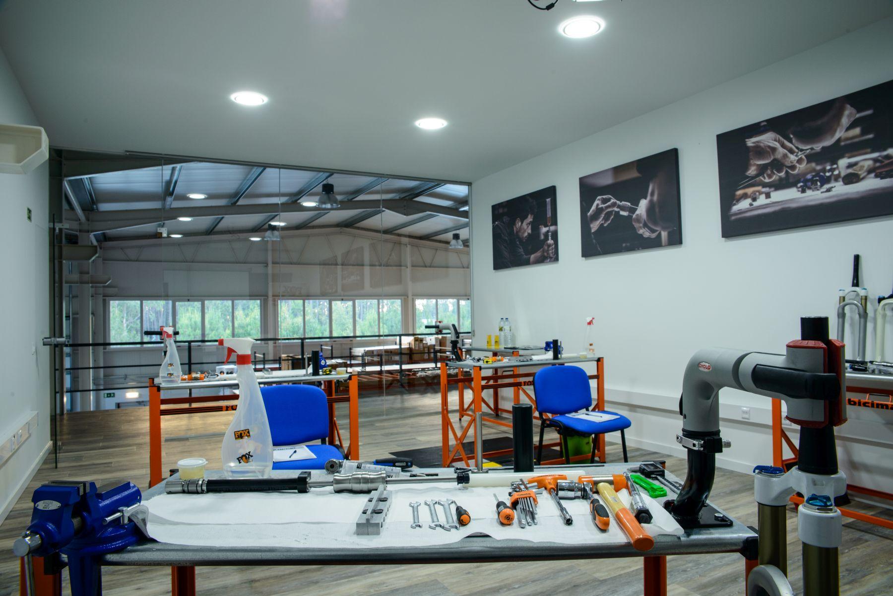 En Bicimax tienen una sala totalmente equipada destinada a formaciones. También realizan cursos de formación por toda España.