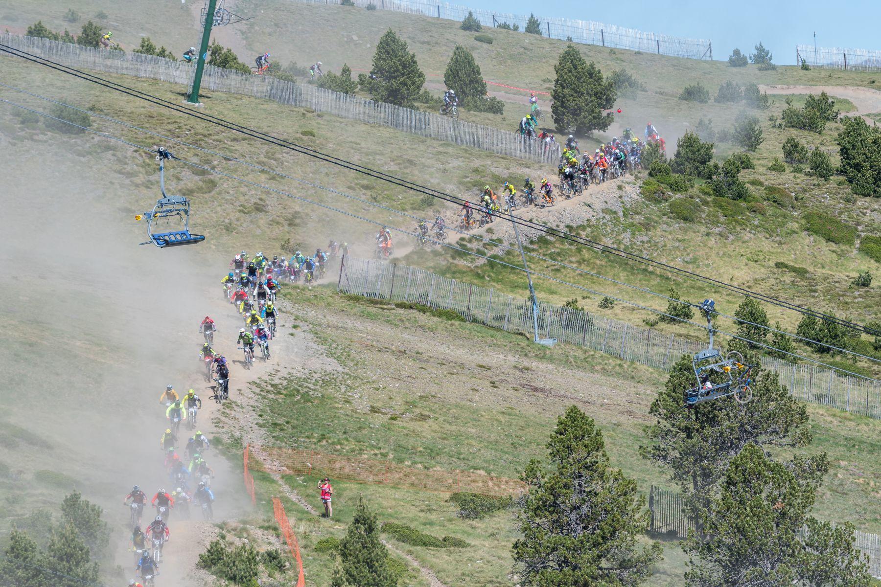 Este año el polvo ha sido un elemento con el que han tenido que convivir los bikers