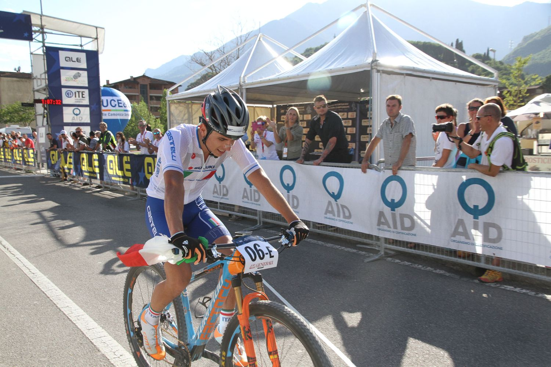 Nadir Colledani llegando a meta para llevarse el bronce de Italia