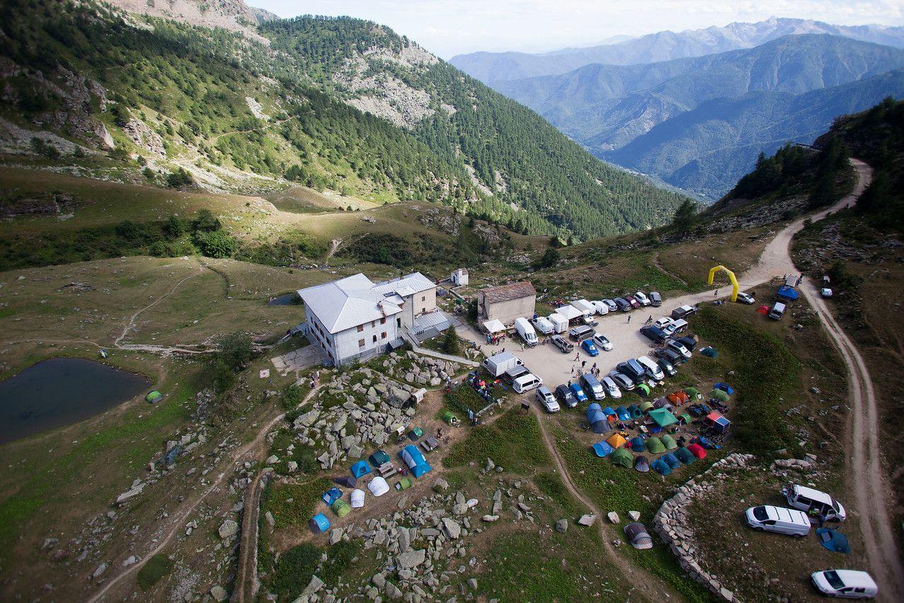 El campamento más especial es el que se ubica en el Refugio Selleries, a más de 2.000 metros de altura.