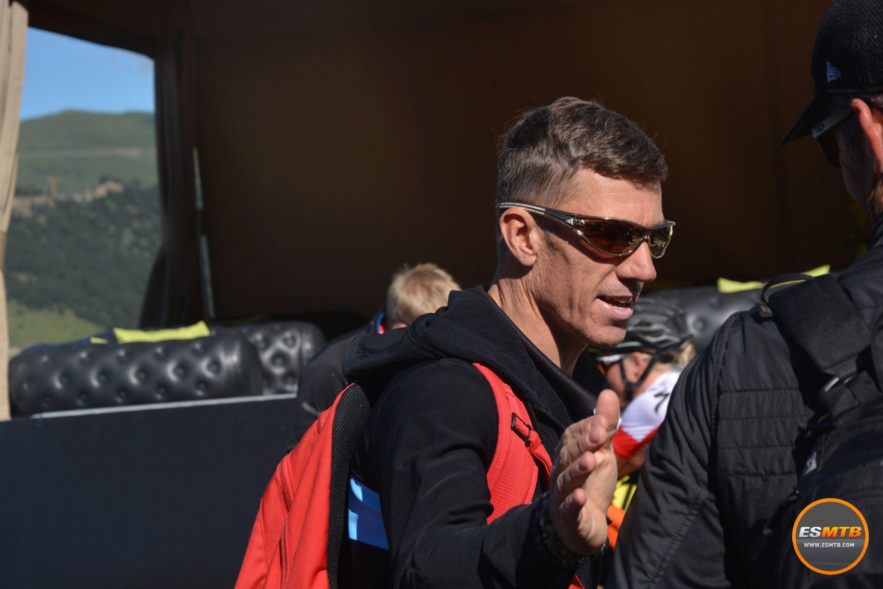 ¿Os suena? Es Filip Meirhaeghe, el belga que fuera campeón del mundo y destacadísimo corredor de XC. Hasta dar positivo por EPO. Ahora trabaja para la selección belga con los bikers más jóvenes. Una situación un tanto peculiar.