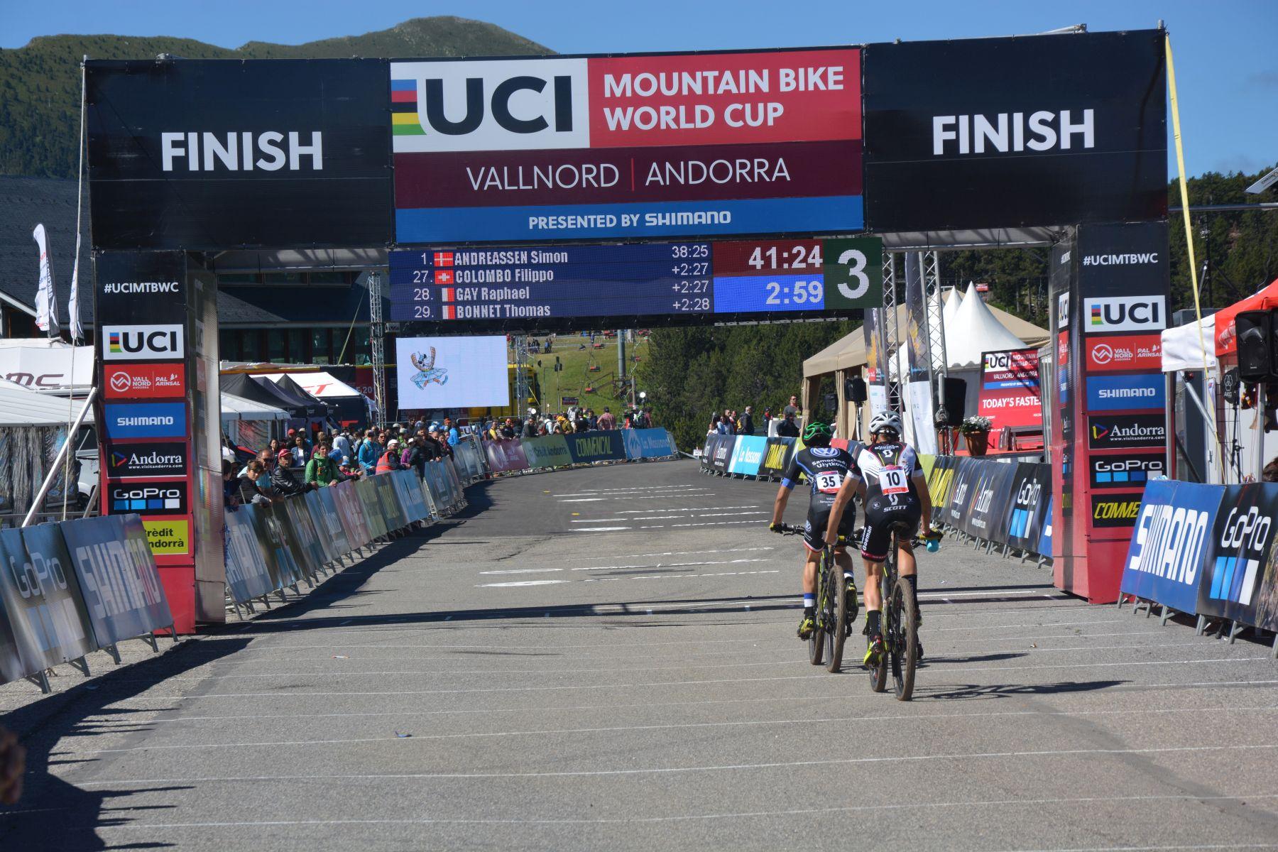 La prueba más emocionante del día fue la sub-23 masculina, con hasta 5 bikers empezando juntos la última vuelta.
