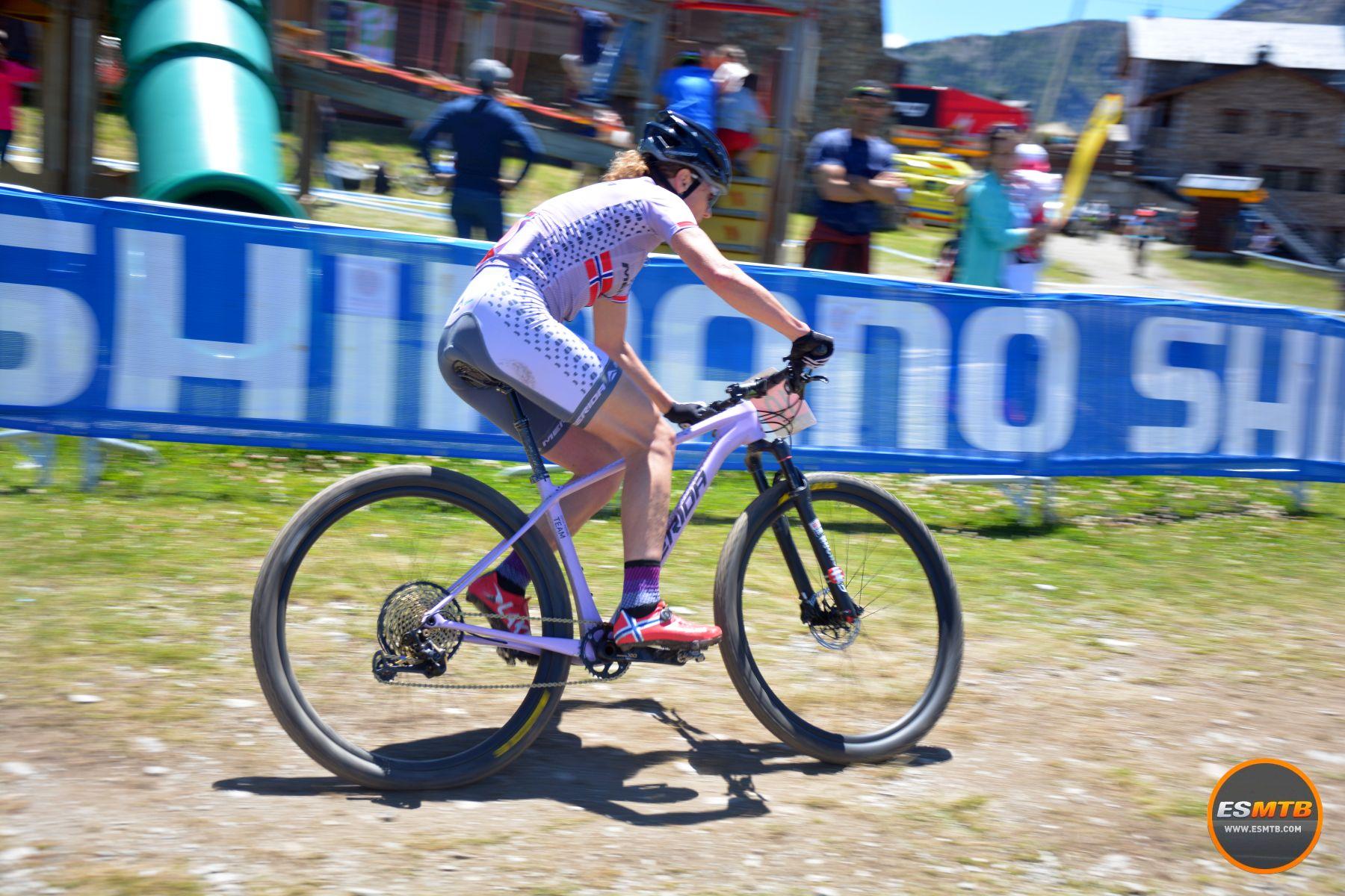 Gunn Rita Dahle logró una 3ª plaza que le sabía a podio. Pudimos hablar con ella. La noruega se muestra más relajada que nunca, satisfecha con sus resultados, con un calendario muy cargada y contenta de poder seguir viviendo el sueño de ser biker profesional.