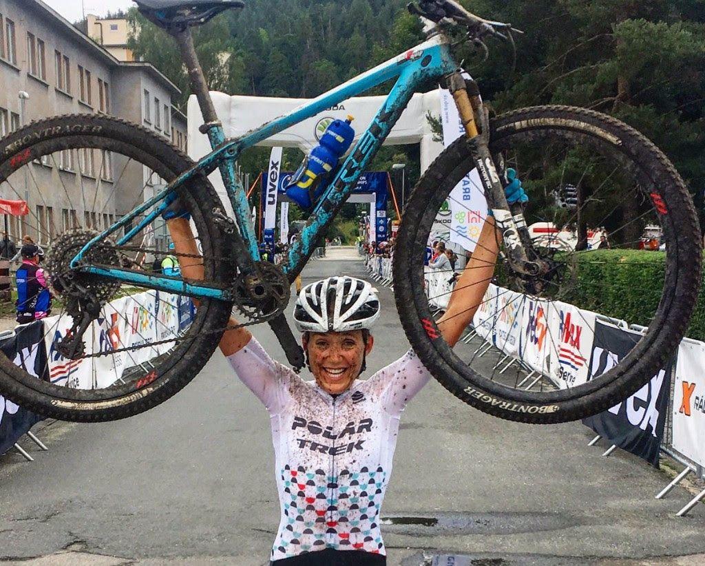 Claudia Galicia entrando en meta