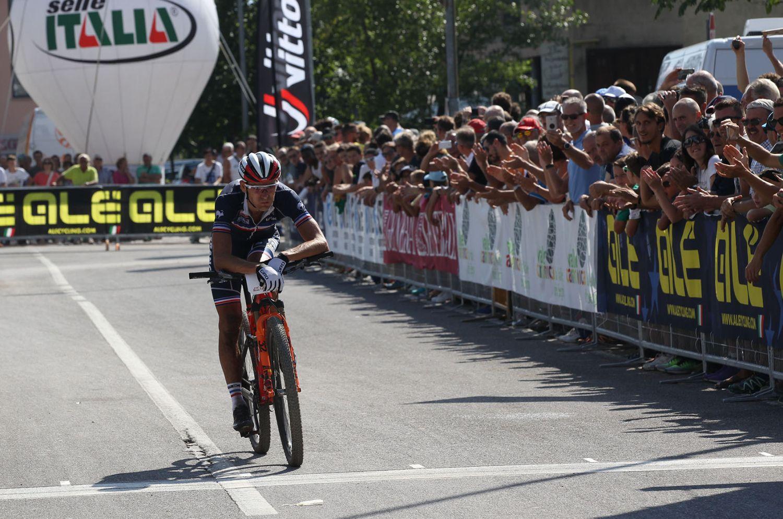 Julien Absalon y su gran retorno. Sin competición en varias semanas y recuperado de una fractura de clavícula tuvo el título muy cerca