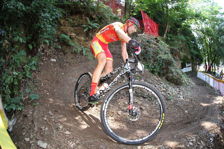 David Valero dio la sensación de controlar la carrera en todo momento, especialmente en el tramo final, cuando rompió el grupo perseguidor y se puso líder a poco más de una vuelta del final.