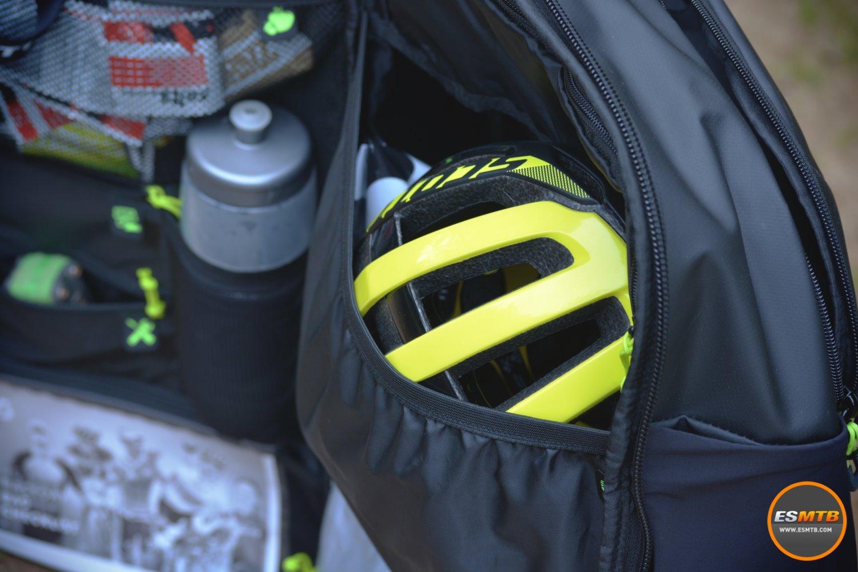 Un amplio compartimento para el casco