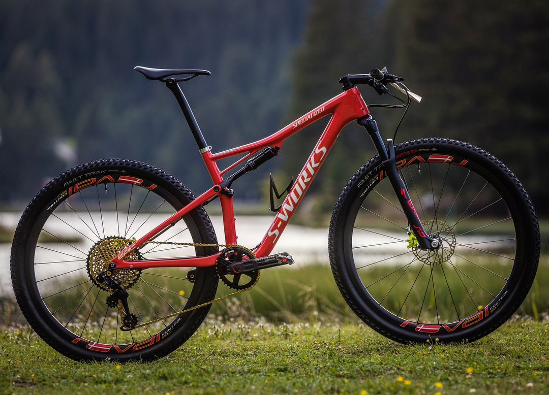 Specialized S-Works Epic World Cup de Kate Courtney