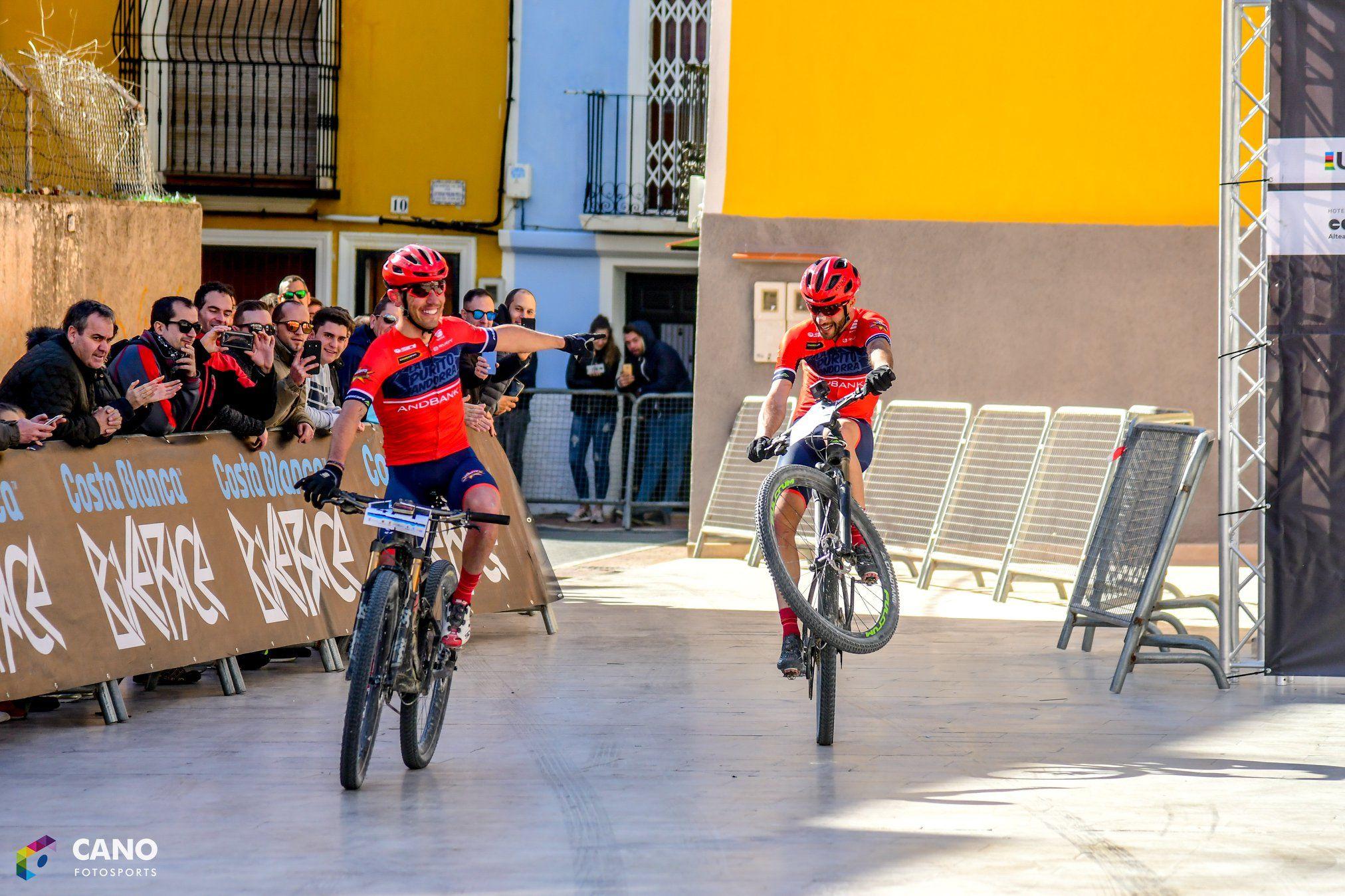 Purito y Oliver Avilés acabando la Costa Blanca Bike Race