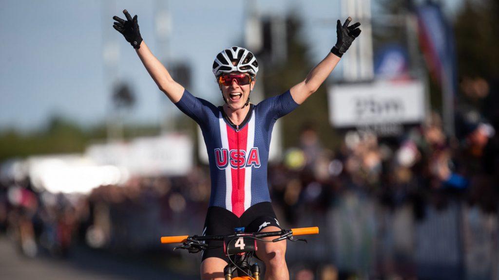 Chloe Woodruff ganando el Short Track de Nove Mesto