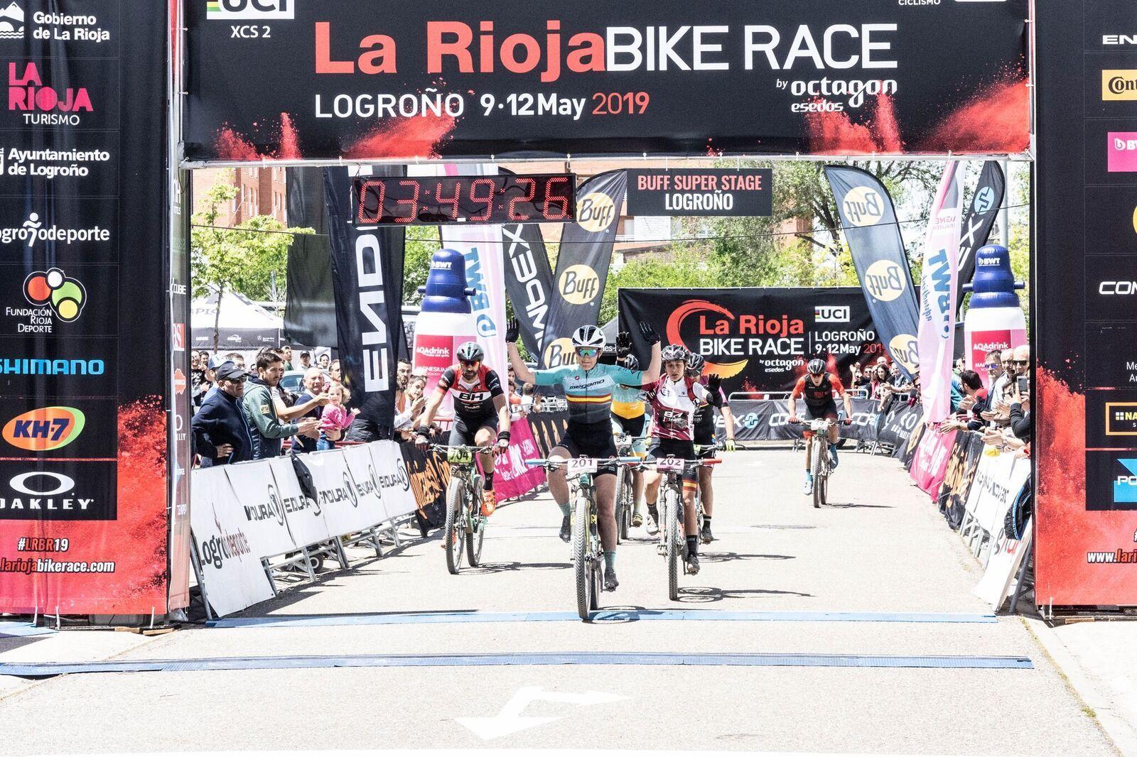 Claudia Galicia ganando