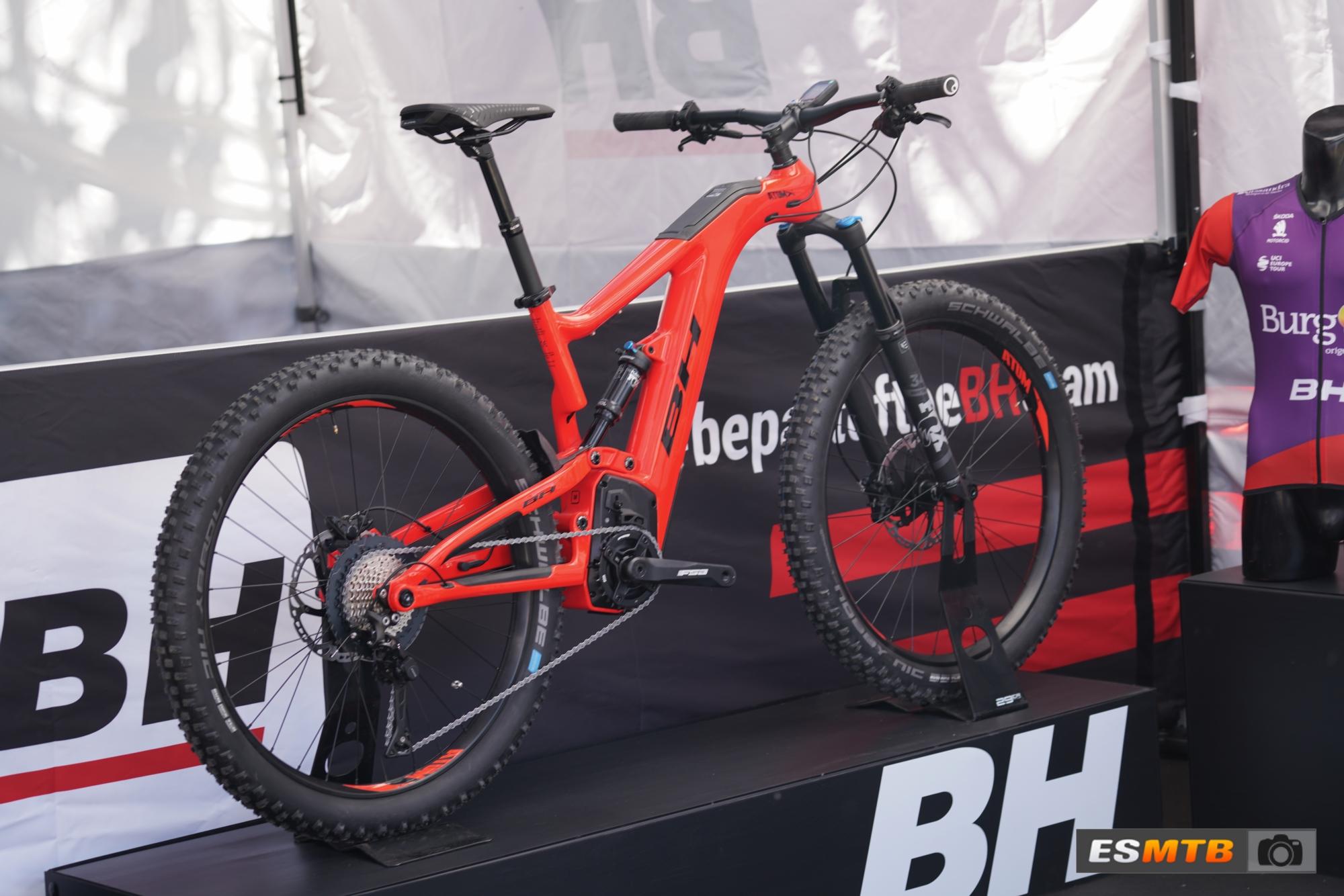BH AtomX Carbon