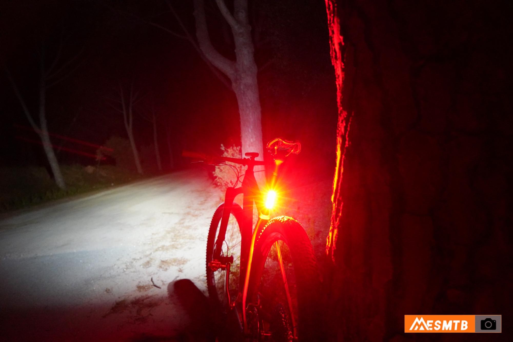 Luz trasera Ravemen TR300