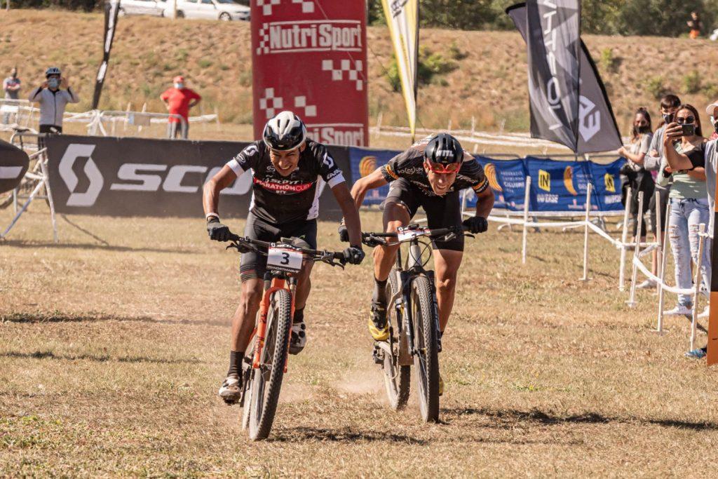 Ever Alejandro Gómez y Roberto Bou al sprint