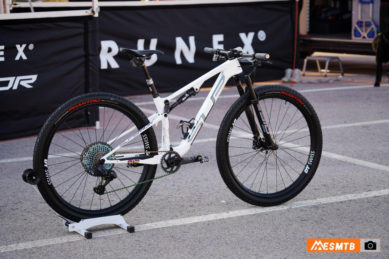 Superior Team XF 29 de Ramona Forchini